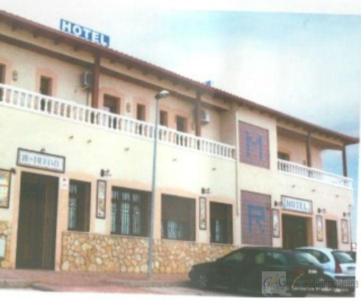 Venta de local comercial en Barajas de Melo