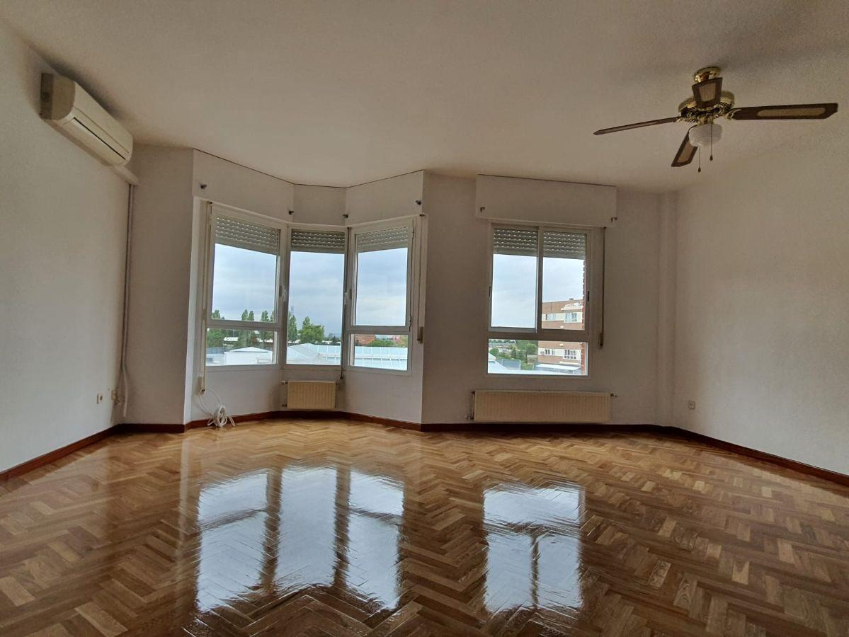 For rent of flat in Tres Cantos
