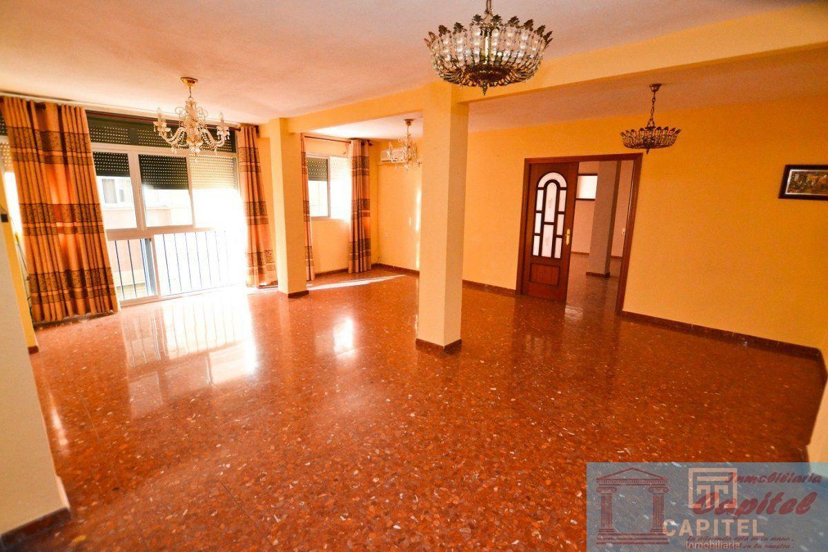 For sale of flat in Córdoba