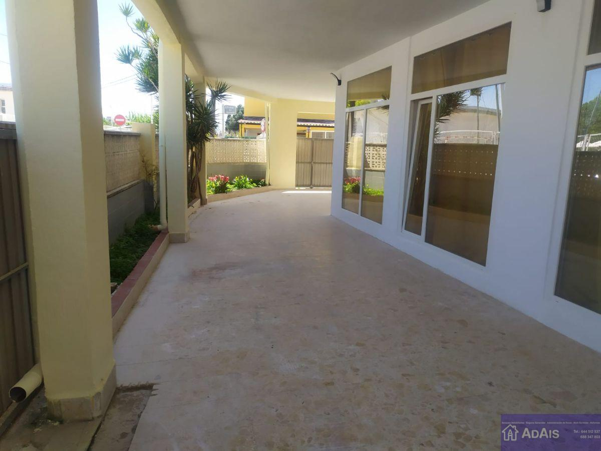 For sale of chalet in Gandia