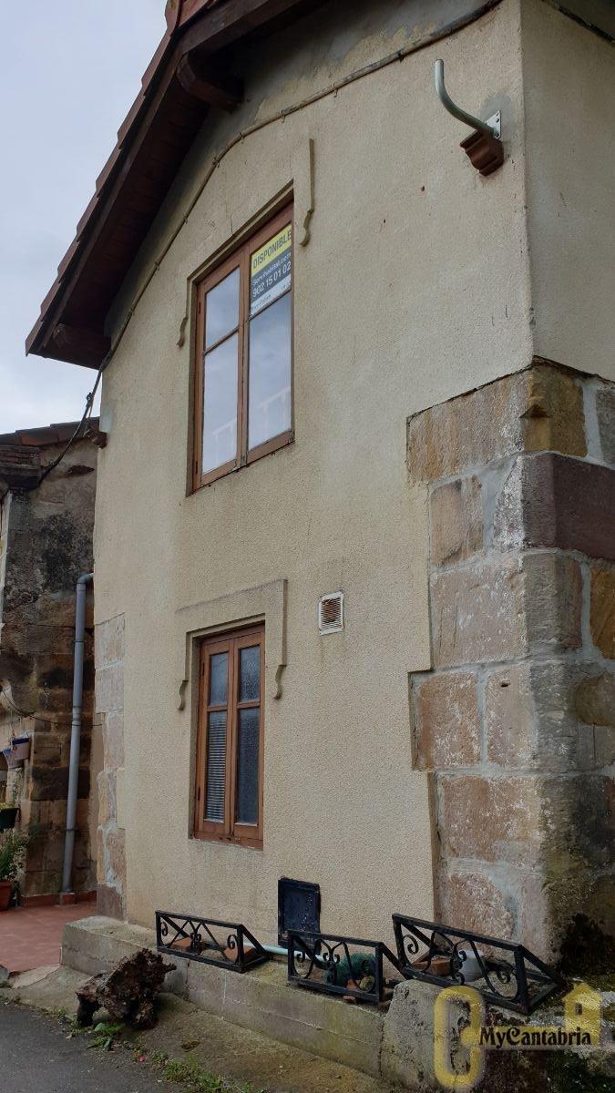For sale of house in Los Corrales de Buelna