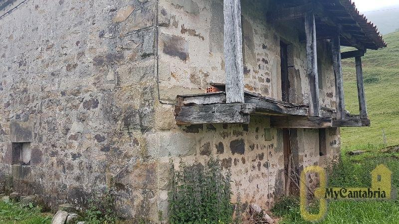 For sale of house in Saro