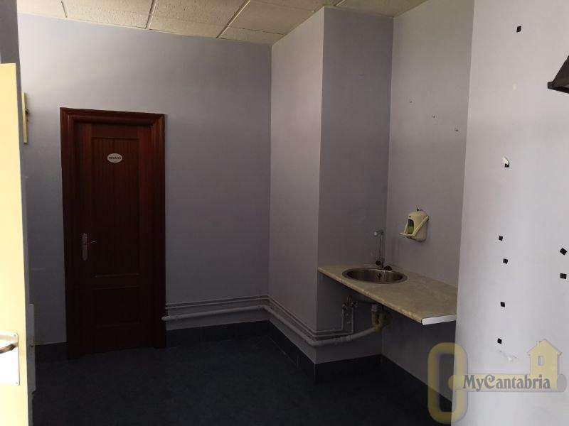 For rent of commercial in Santa María de Cayón