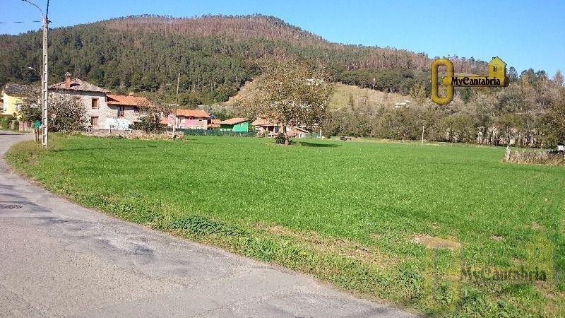 For sale of land in Santa María de Cayón