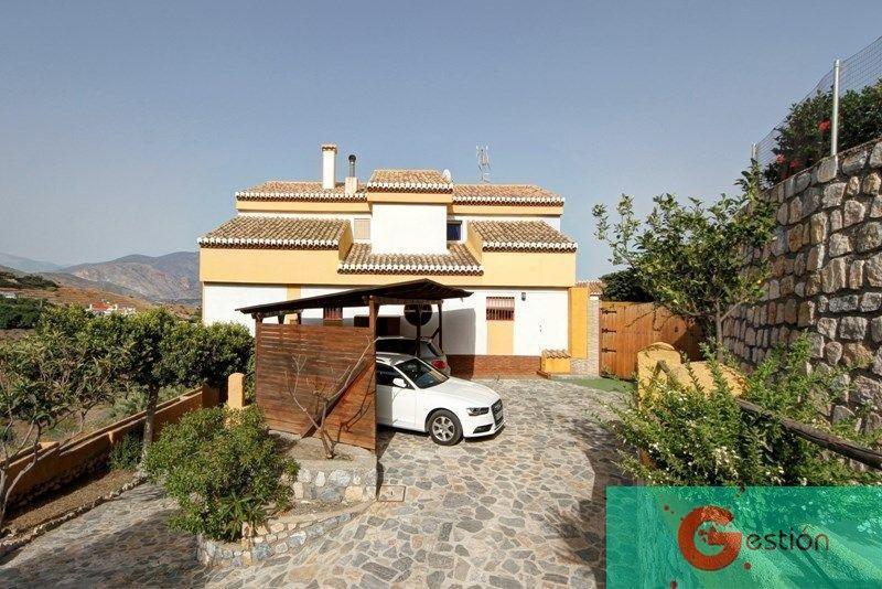 For sale of chalet in Salobreña