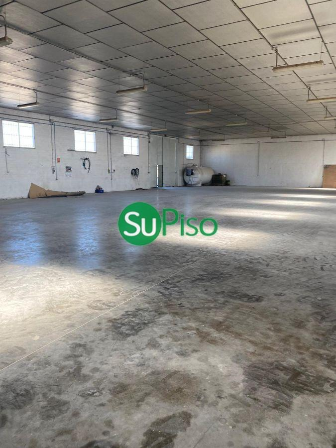 For sale of industrial plant/warehouse in Borox