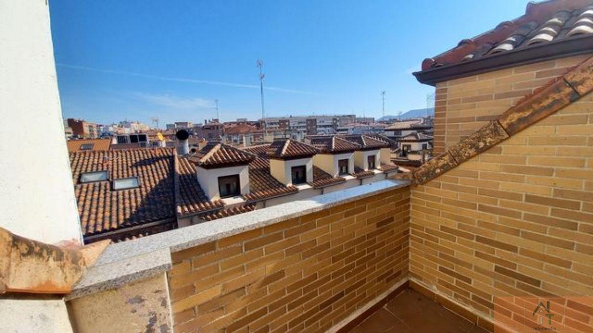 For sale of duplex in Alcalá de Henares
