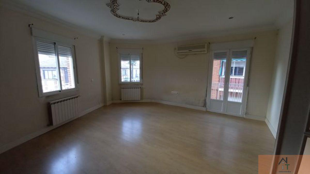 For sale of flat in Yunquera de Henares