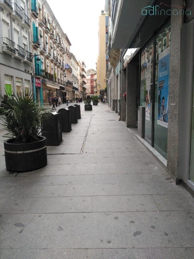 For rent of commercial in Granada