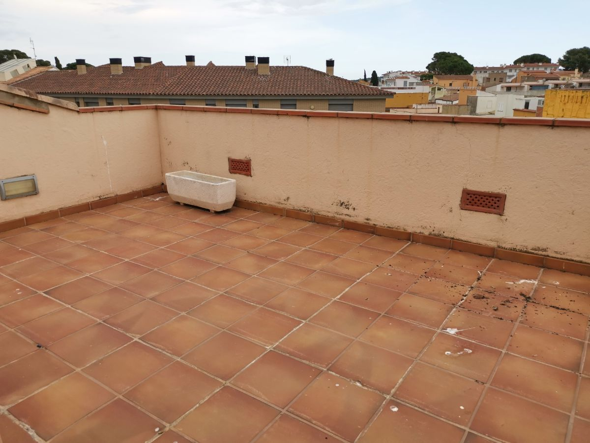 For sale of apartment in L´Escala