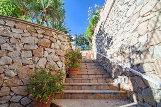 For sale of villa in Benalmádena Costa