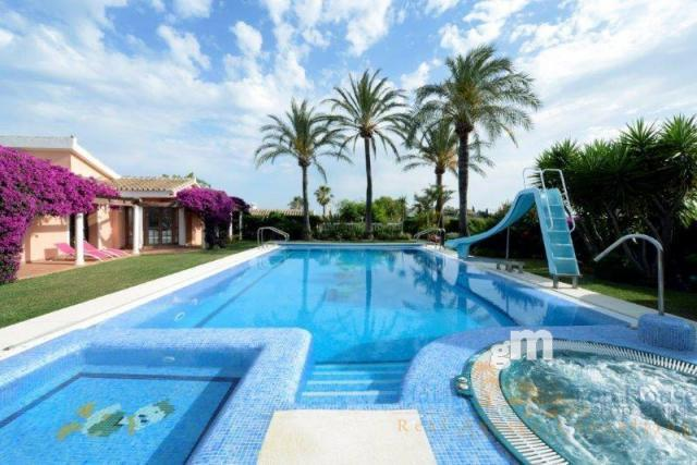 For sale of house in Benalmádena Costa