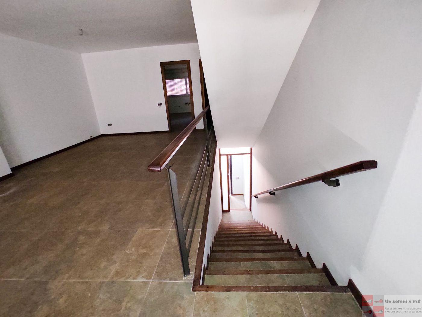 For sale of house in La Llacuna