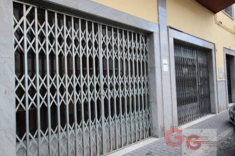For sale of building in Otívar