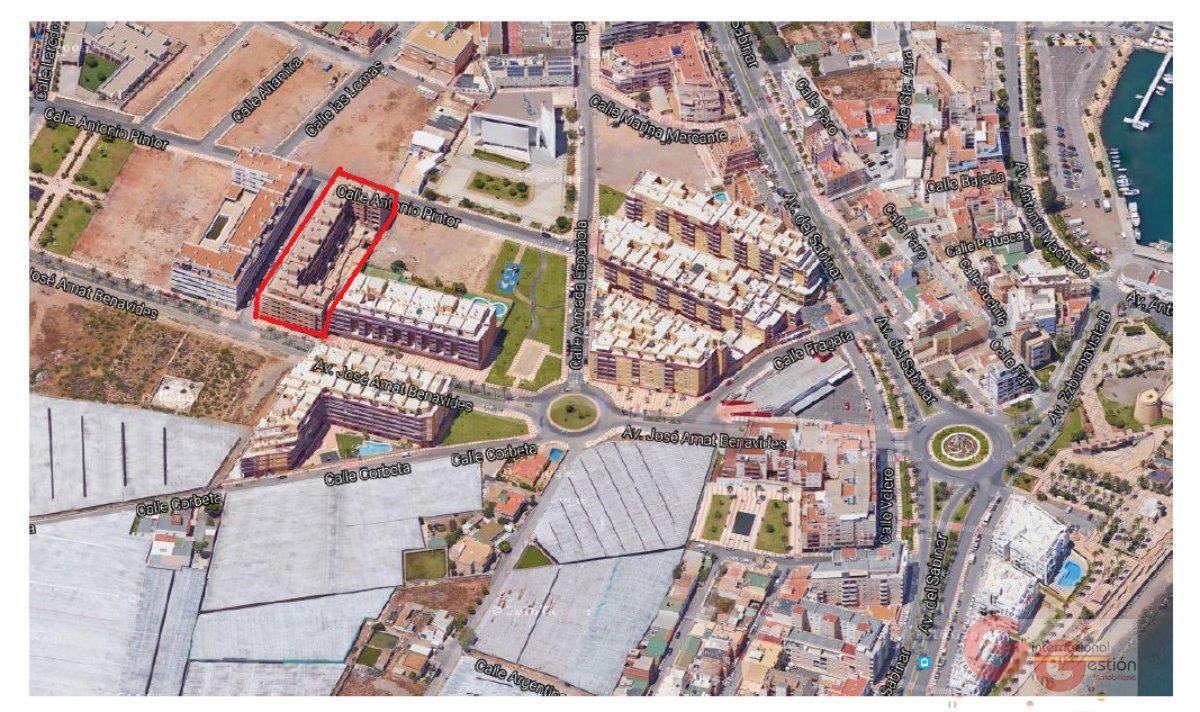 For sale of building in Roquetas de Mar