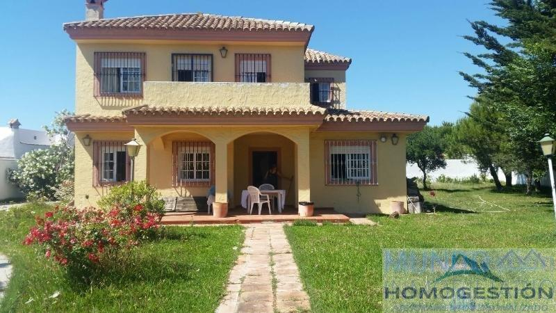 For sale of chalet in Barbate