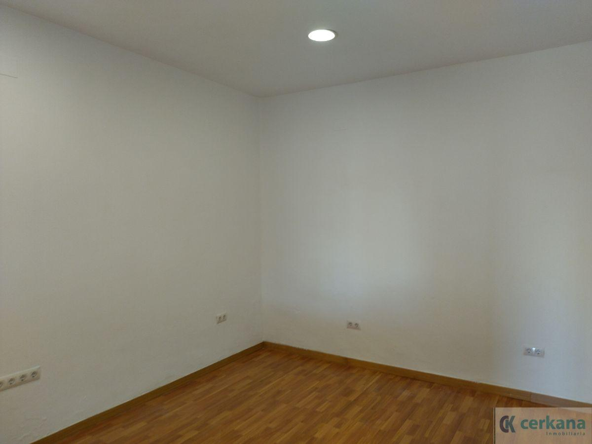For rent of commercial in Gines