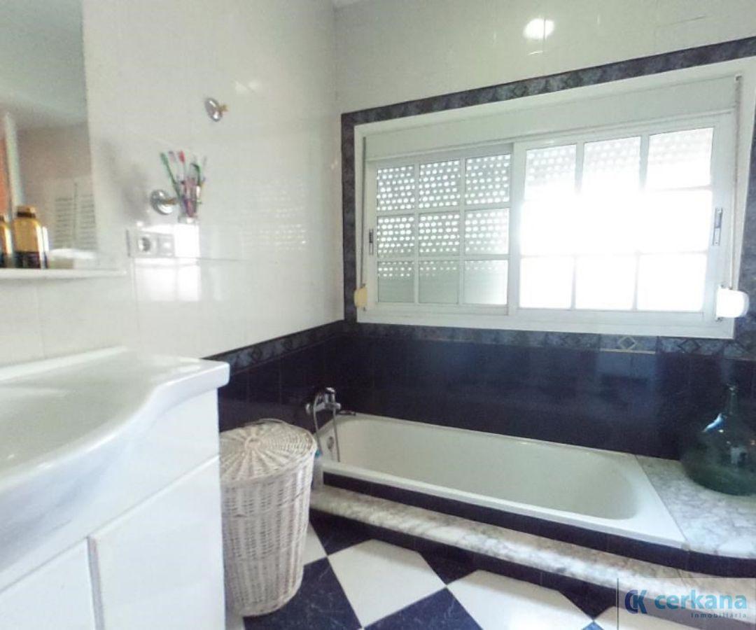 For sale of duplex in Umbrete
