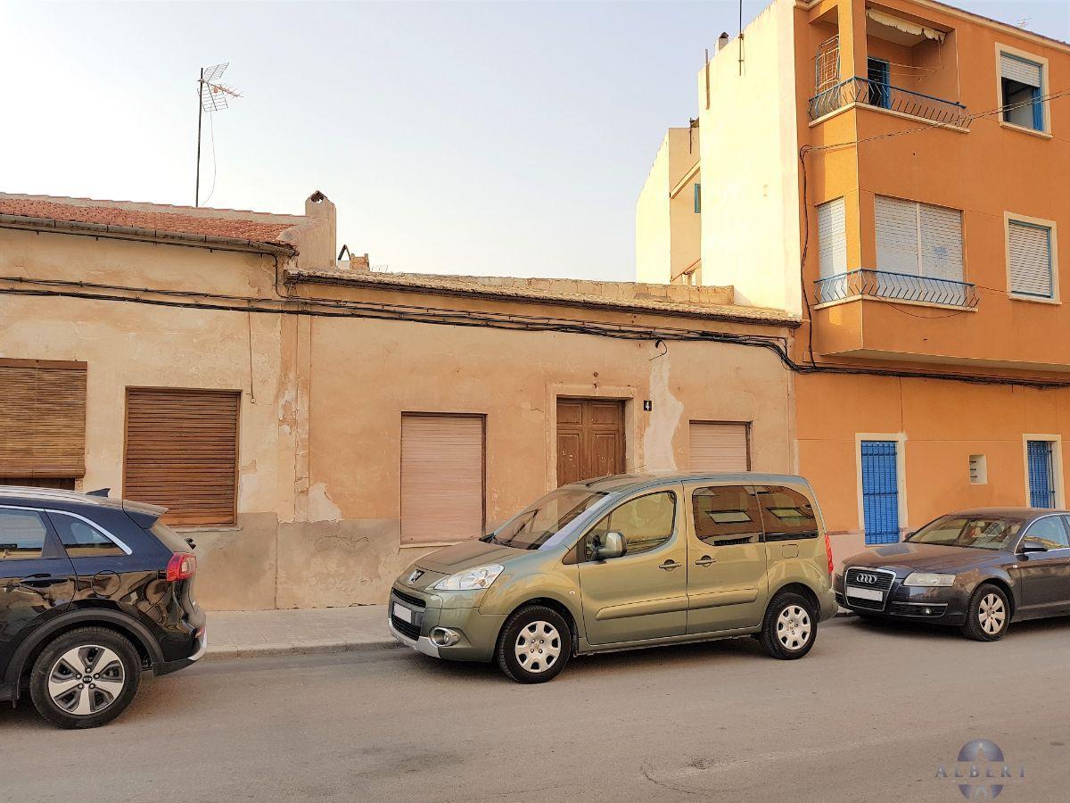 Venta de casa en Novelda