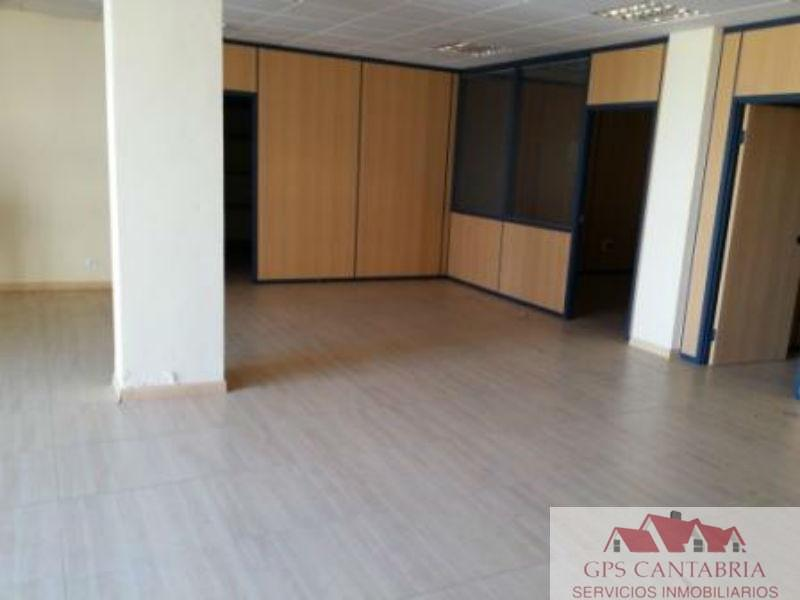 For sale of commercial in Piélagos