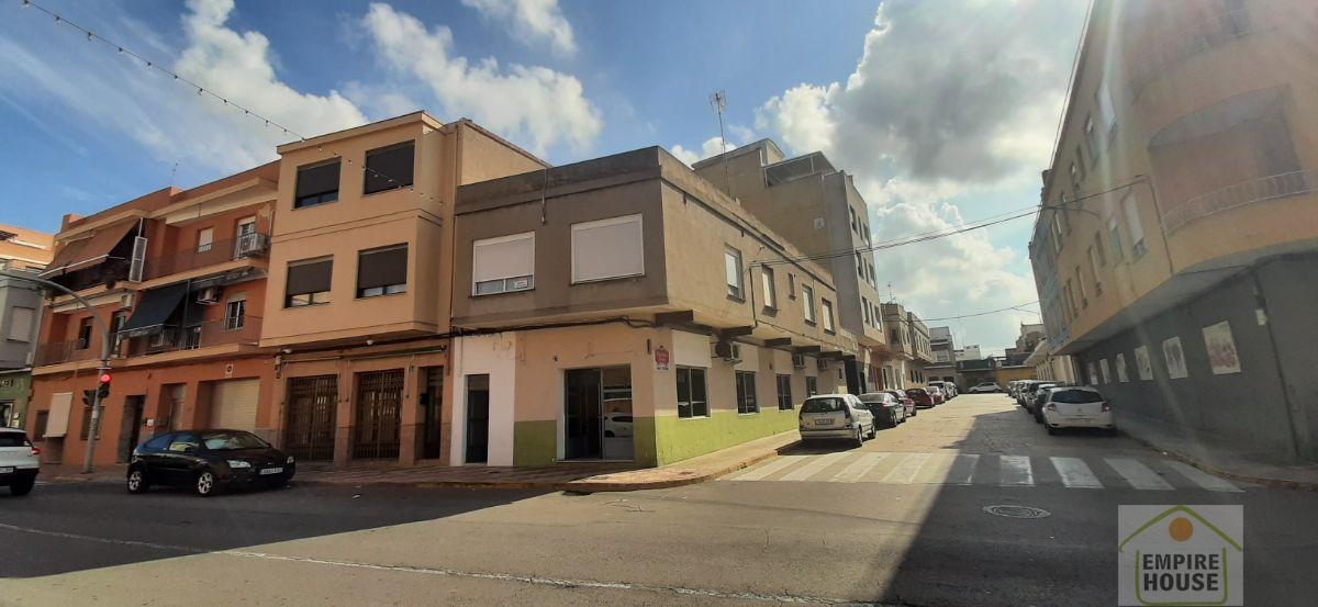 For sale of building in Alberic