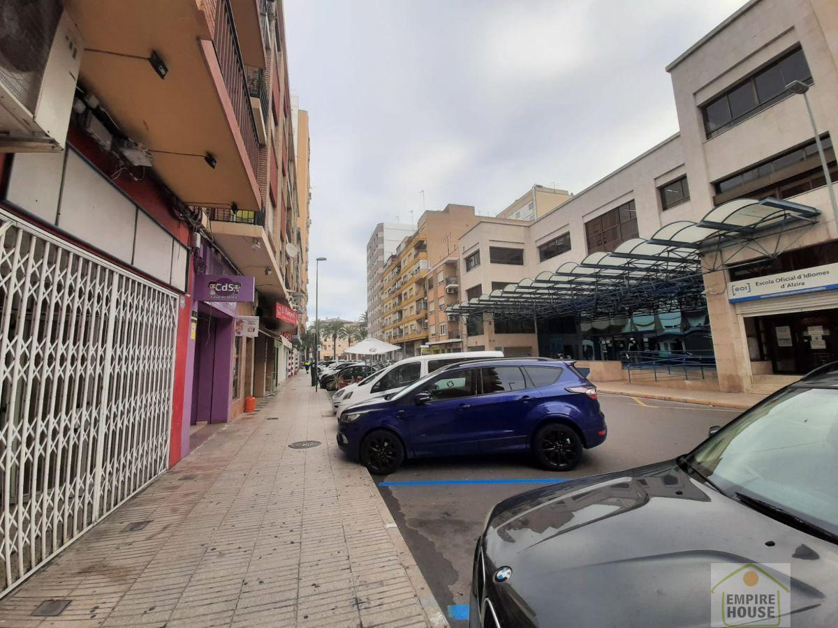 For sale of commercial in Alzira