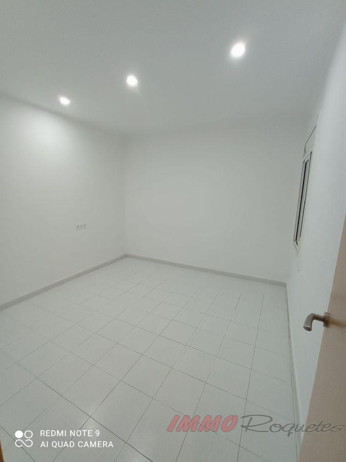 For rent of ground floor in Les Roquetes