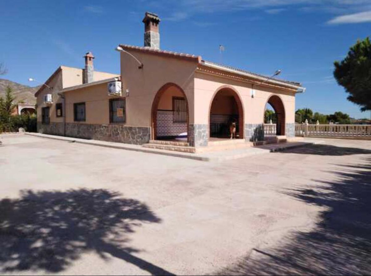 For sale of chalet in Albatera