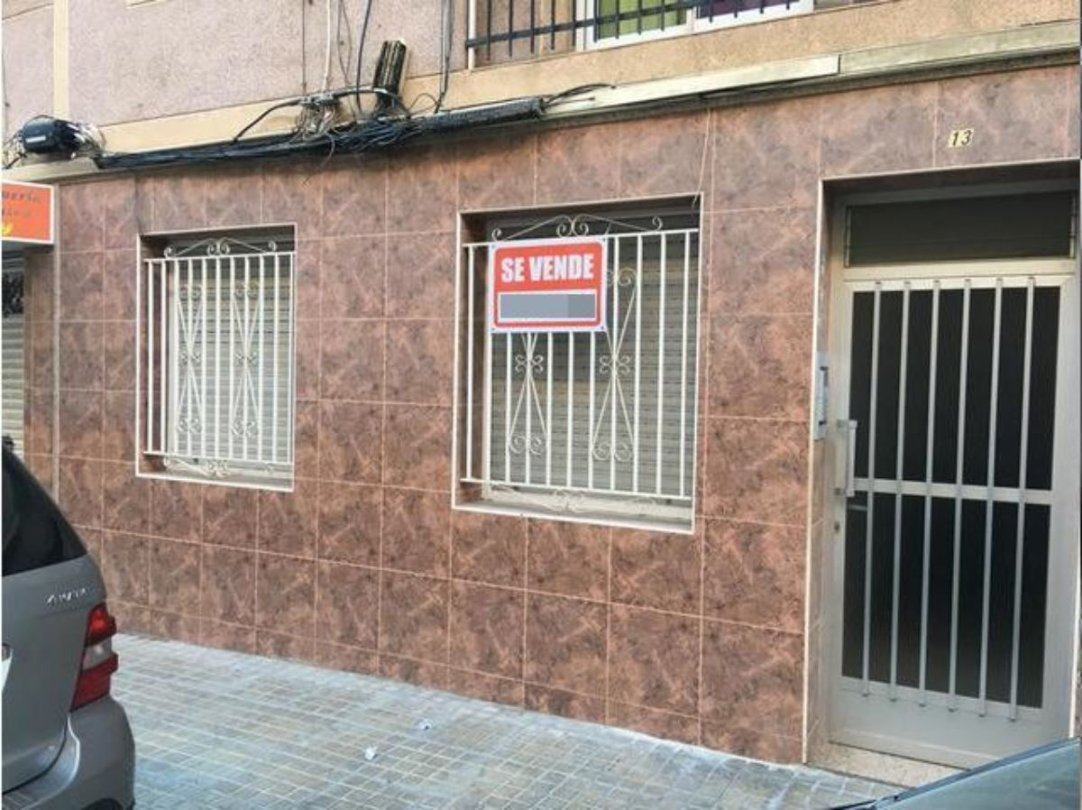 For sale of ground floor in Elche-Elx