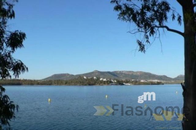 For sale of land in Orellana de la Sierra