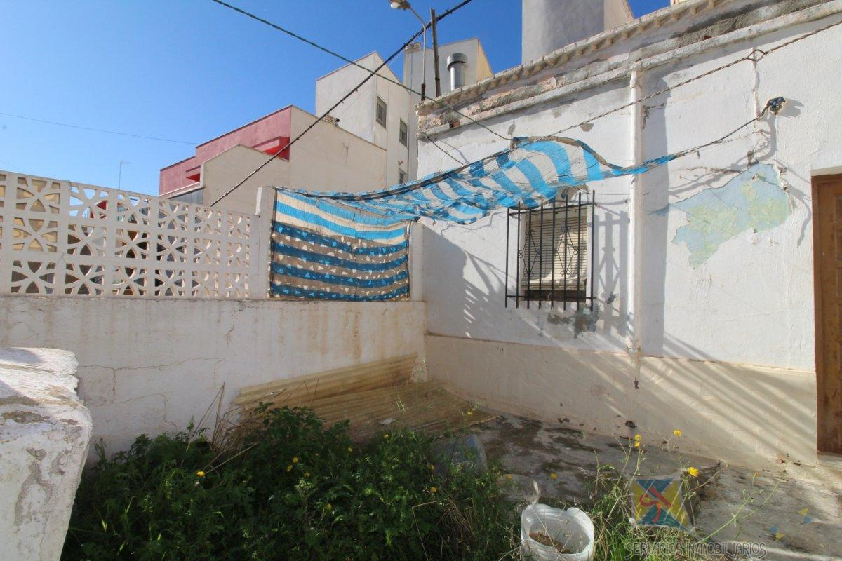 For sale of land in Adra