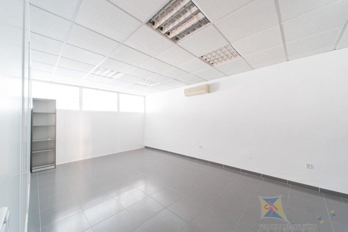 For sale of commercial in Roquetas de Mar