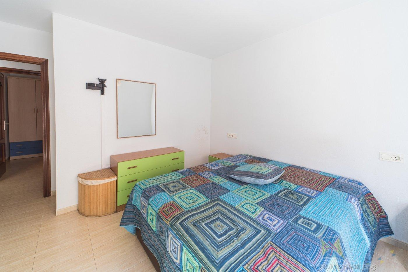 For sale of flat in Roquetas de Mar