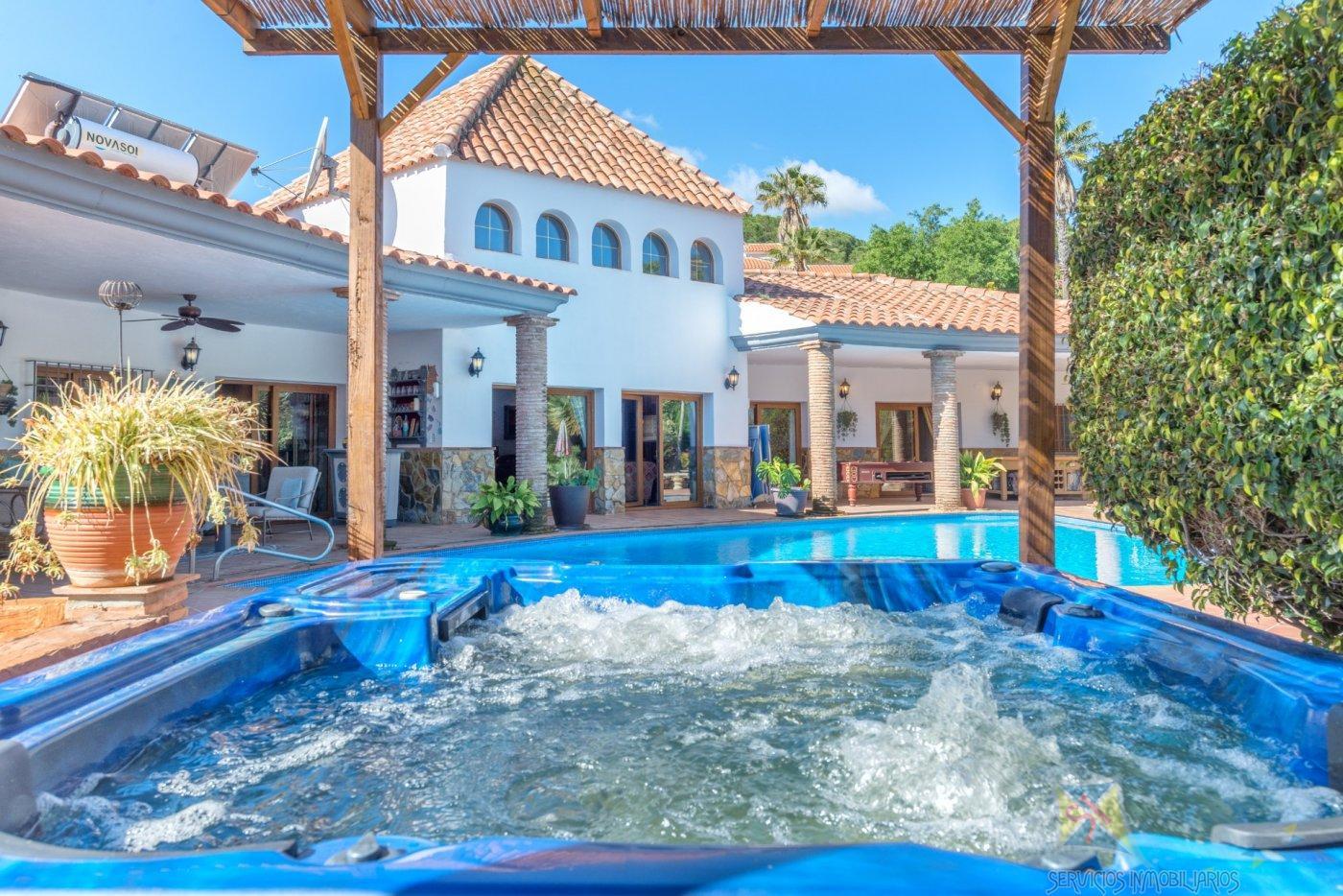 For sale of villa in Alhaurín de la Torre