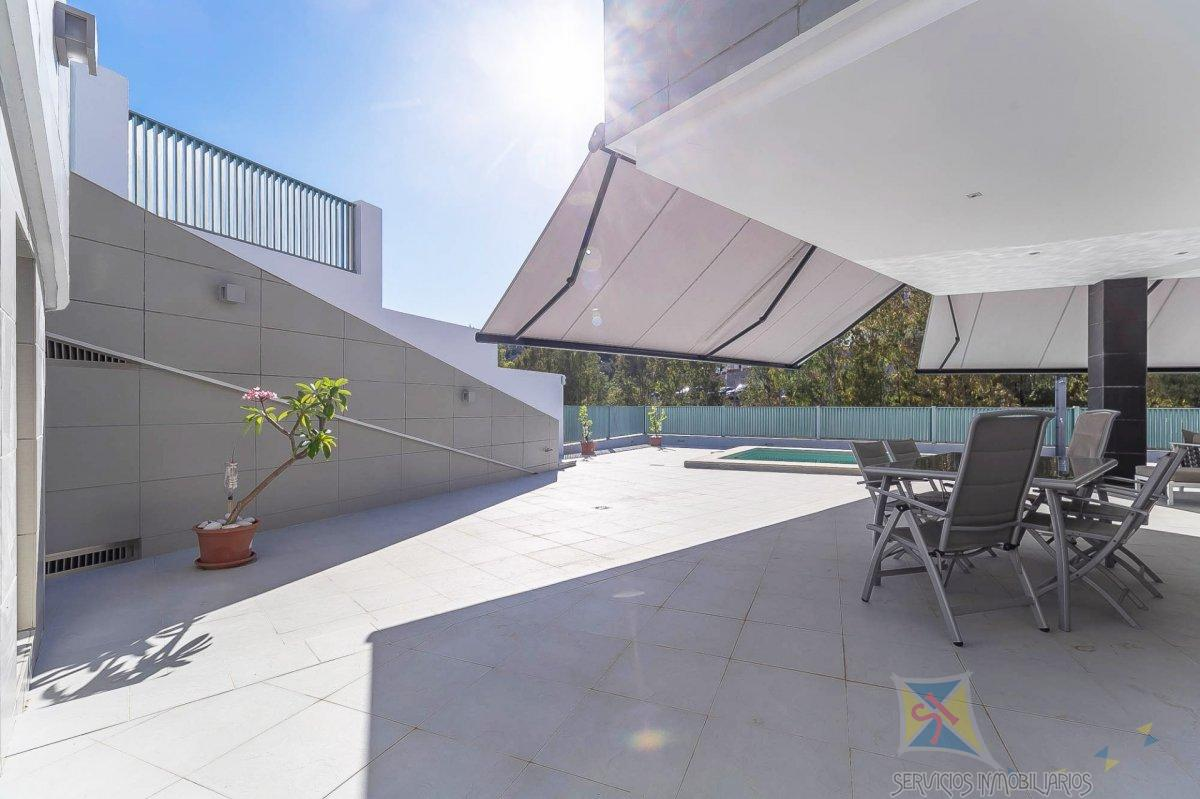 For sale of villa in Benalmádena