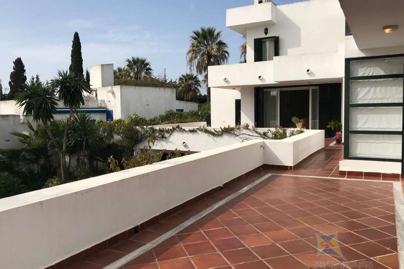 For sale of villa in Sotogrande