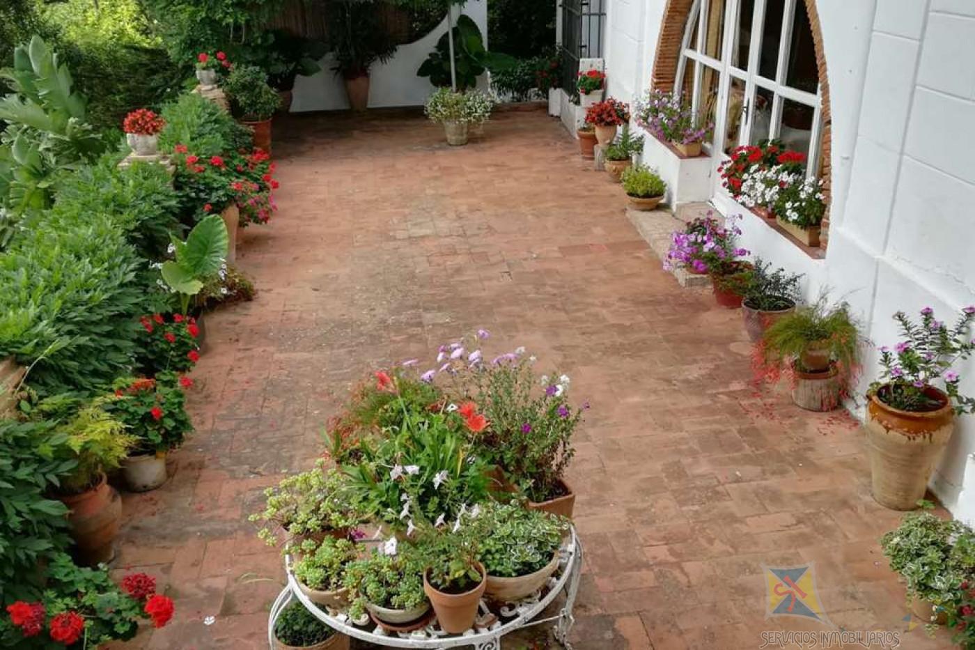 For sale of villa in Algeciras