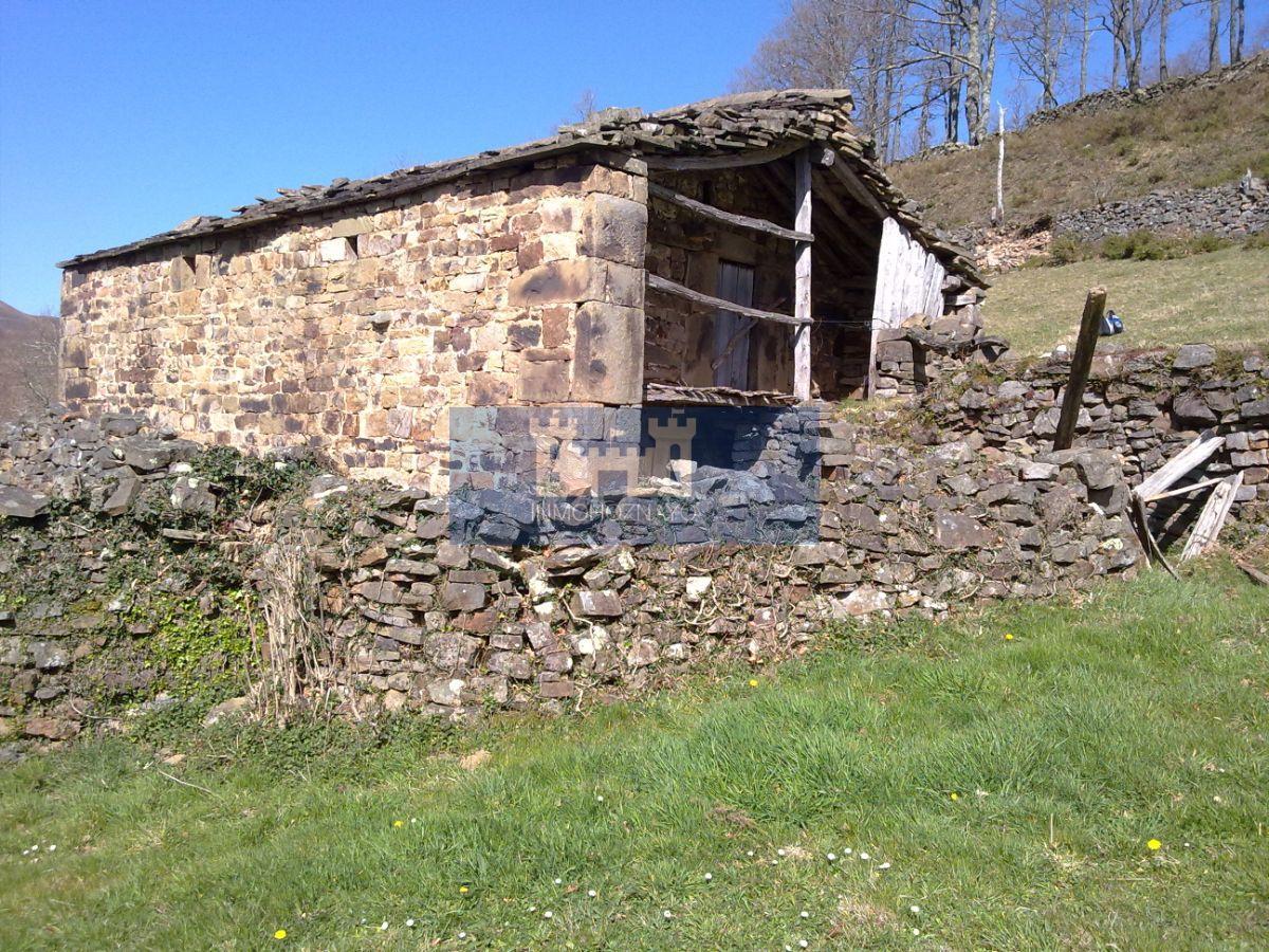 For sale of rural property in San Pedro del Romeral
