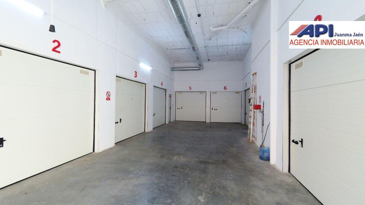 For sale of garage in San Fernando