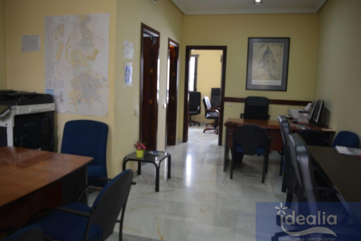 For sale of office in Dos Hermanas