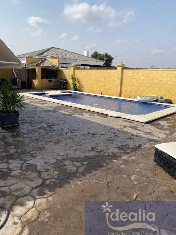 Verkoop van kleine villa  in Dos Hermanas