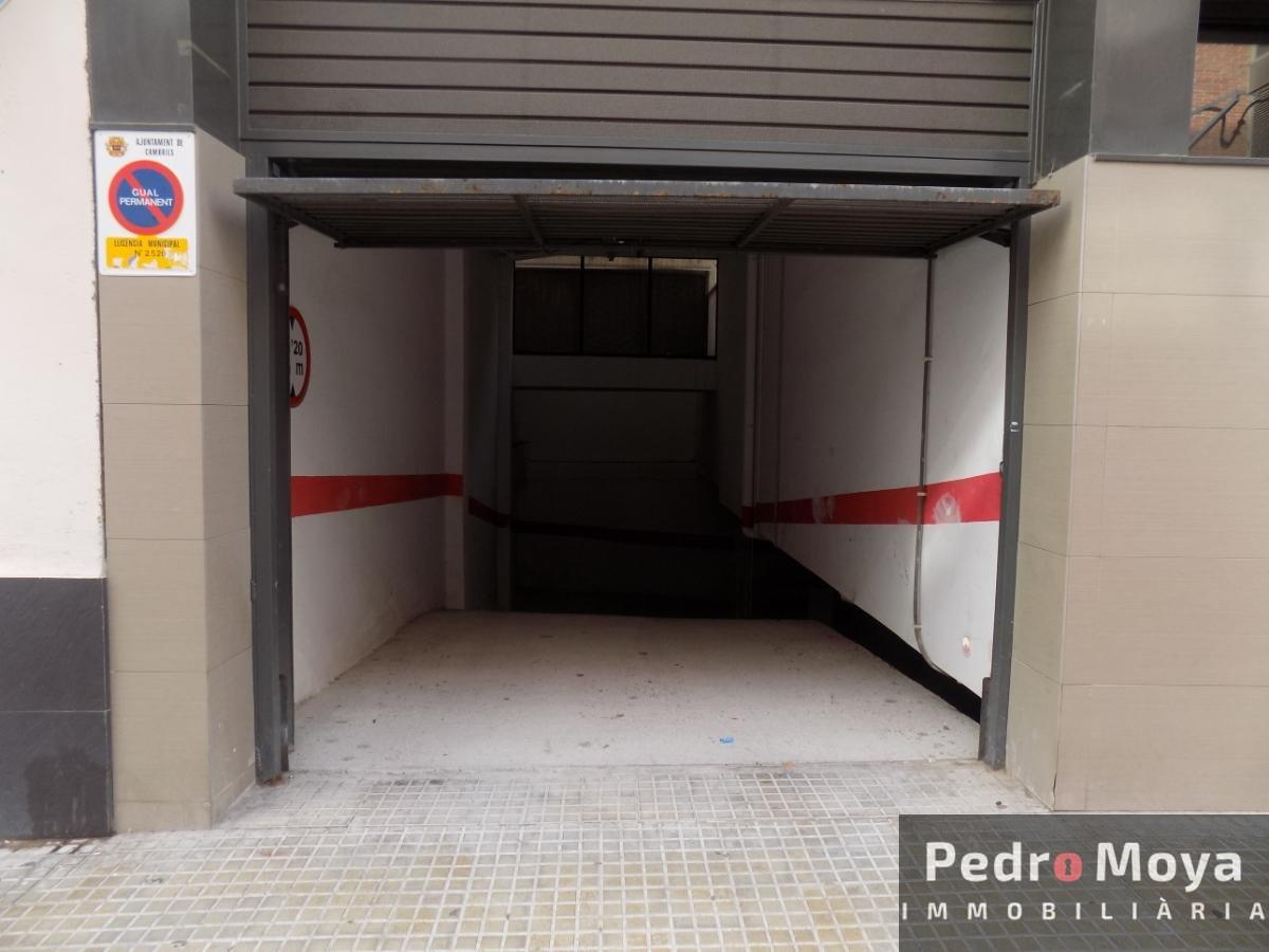 For sale of garage in Cambrils
