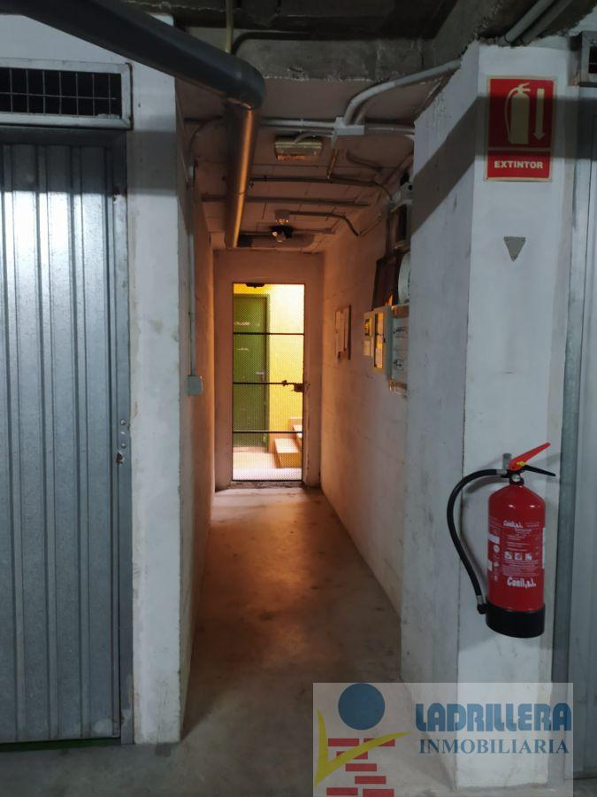 For sale of garage in San Fernando