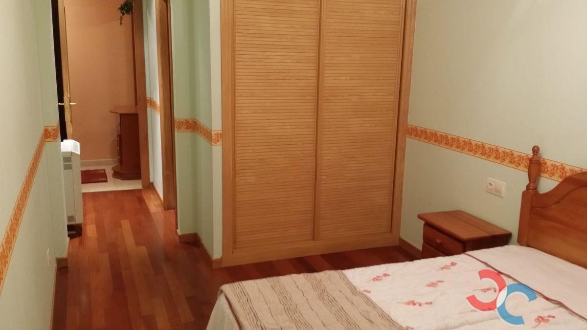 For sale of flat in Meaño