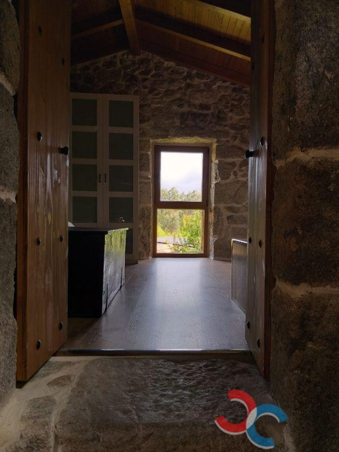 For sale of house in A Cañiza