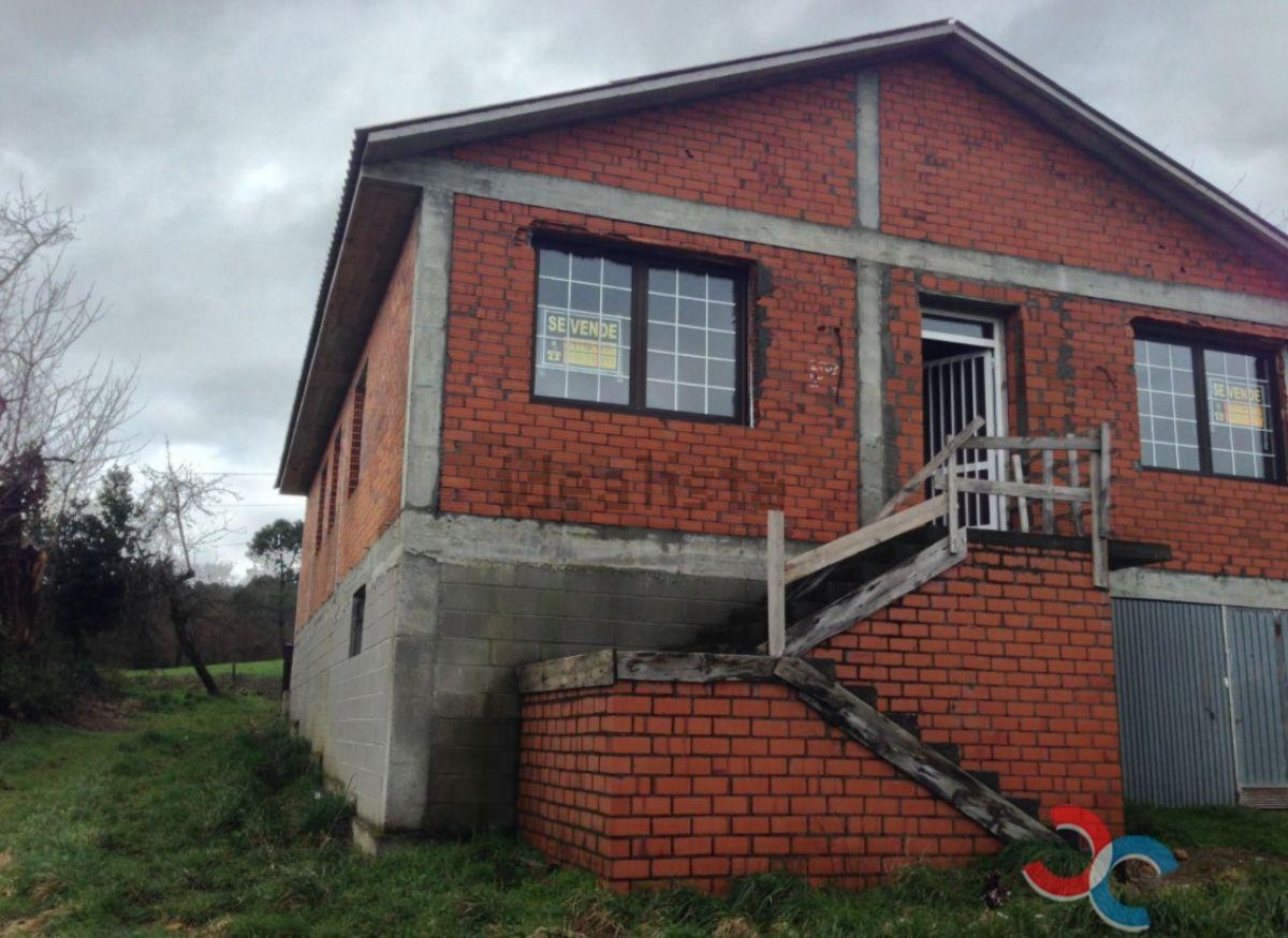 For sale of house in Lalín