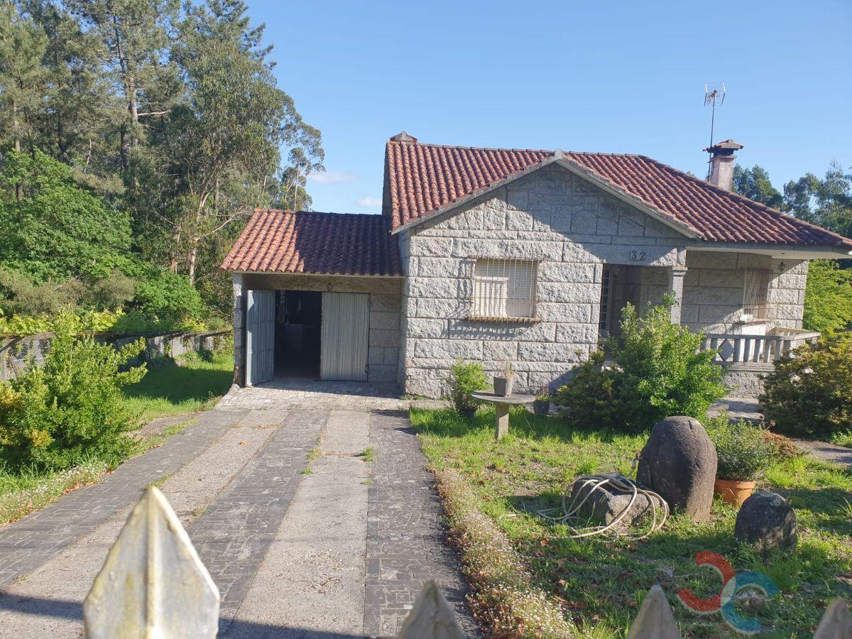 For sale of house in Caldas de Reis