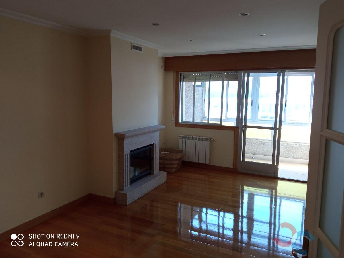 For sale of flat in Lourizán