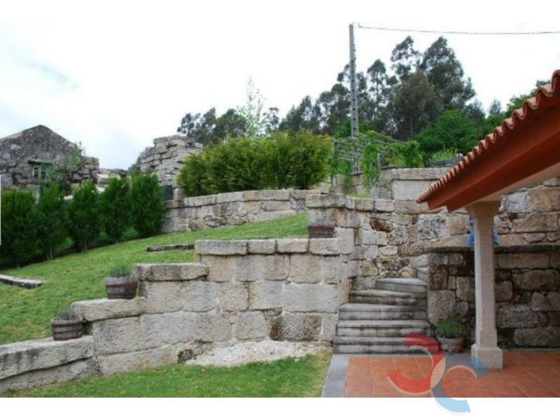 For sale of house in Ponte Caldelas