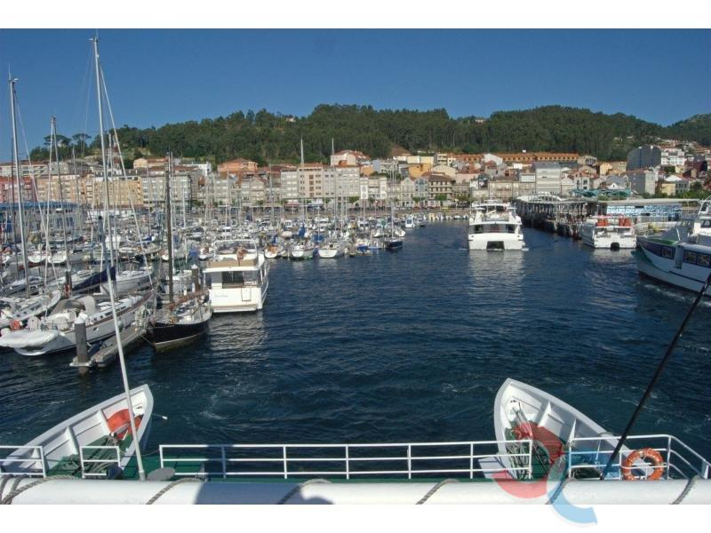 For sale of land in Cangas